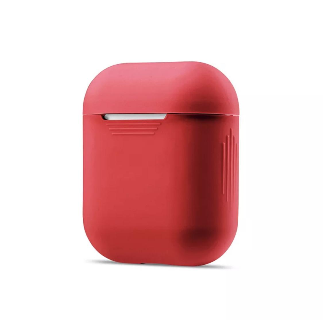 Универсальный классический силиконовый чехол футляр для наушников AirPods ударопрочный в красном цвете