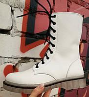 Боты! Dr. Martens! Женские зимние кожаные ботинки на шнуровке с тракторной подошвой  белая кожа мартенсы!