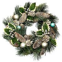 Венок новогодний рождественский Еловый с шишками и шариками 010NF на двери на стену