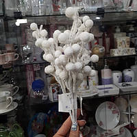 Веточка новогодняя заснеженная с белыми ягодками 75493