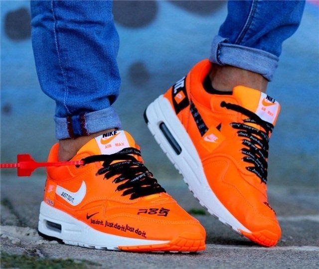 Кроссовки мужские Nike AIR MAX 1 D4962 оранжевые