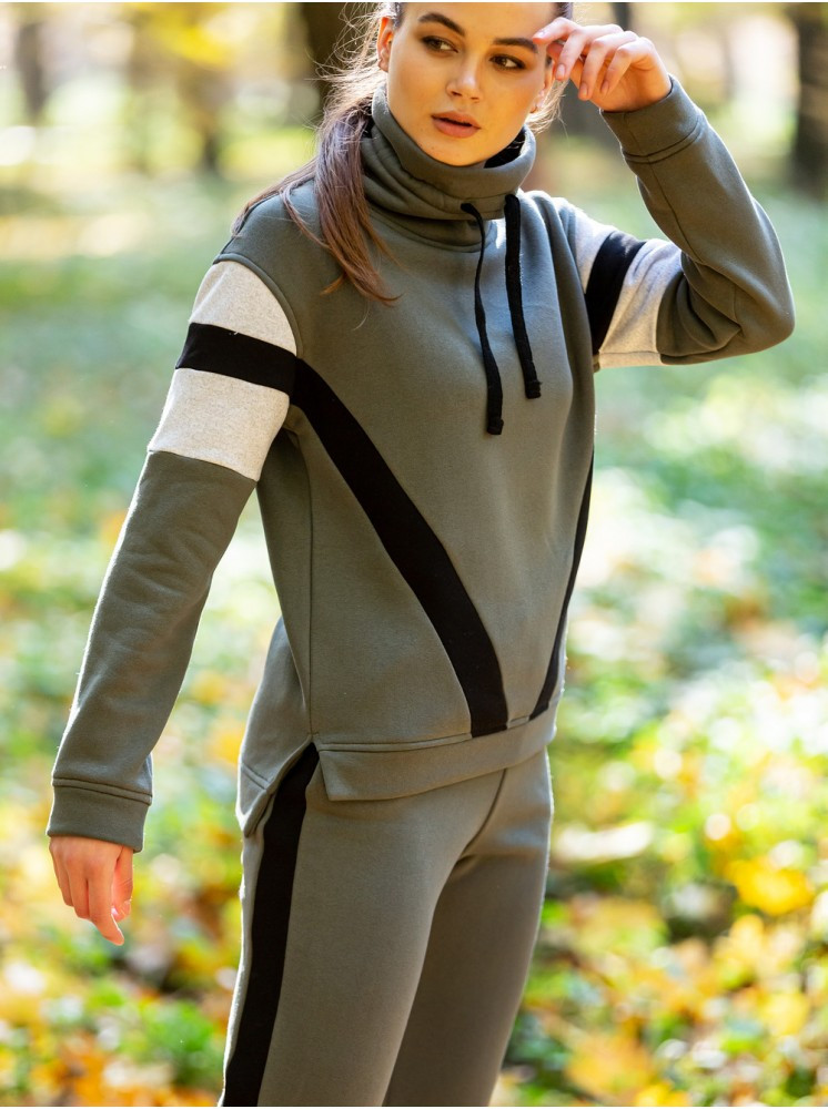 Теплый зимний спортивный костюм с начесом
