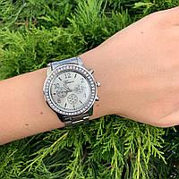 Женские наручные часы металлические Geneva с камнями серебристые
