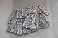 Повседневно - нарядное новогоднее платье с снежинками и рукавами на девочку