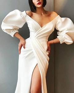 Вечернее свадебное нарядное платье футляр миди  атласное белое открытые плечи разрез по ноге