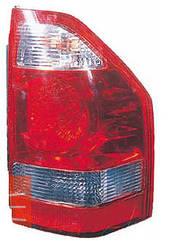 Левый задний фонарь Митсубиши Пажеро 03-07, на крыле светло-красный / MITSUBISHI PAJERO WAGON III (2000-2007)