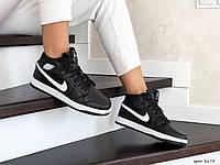 Женские зимние кроссовки черные с белым Nike Air Jordan 1 Retro 8675