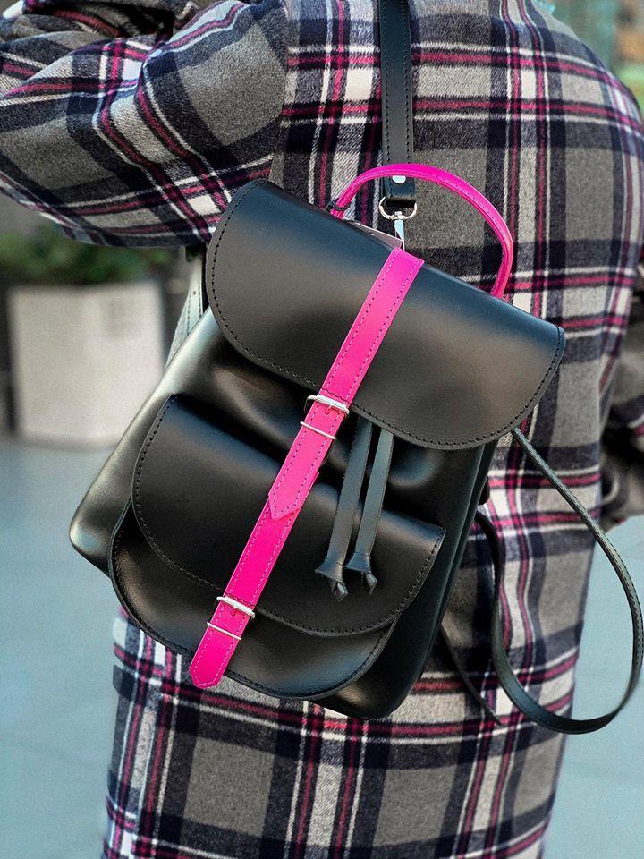"""Жіночий шкіряний рюкзак """"Patsy"""" чорний матовий + фуксія"""