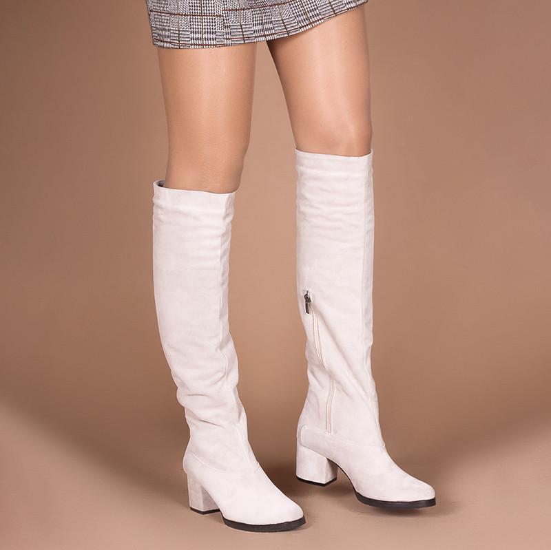 Замшевые бежевые сапоги на комфортном каблуке. Пошив в любом цвете по личным меркам