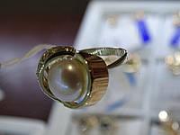 Серебряное кольцо с золотой вставкой и культивированным жумчугом