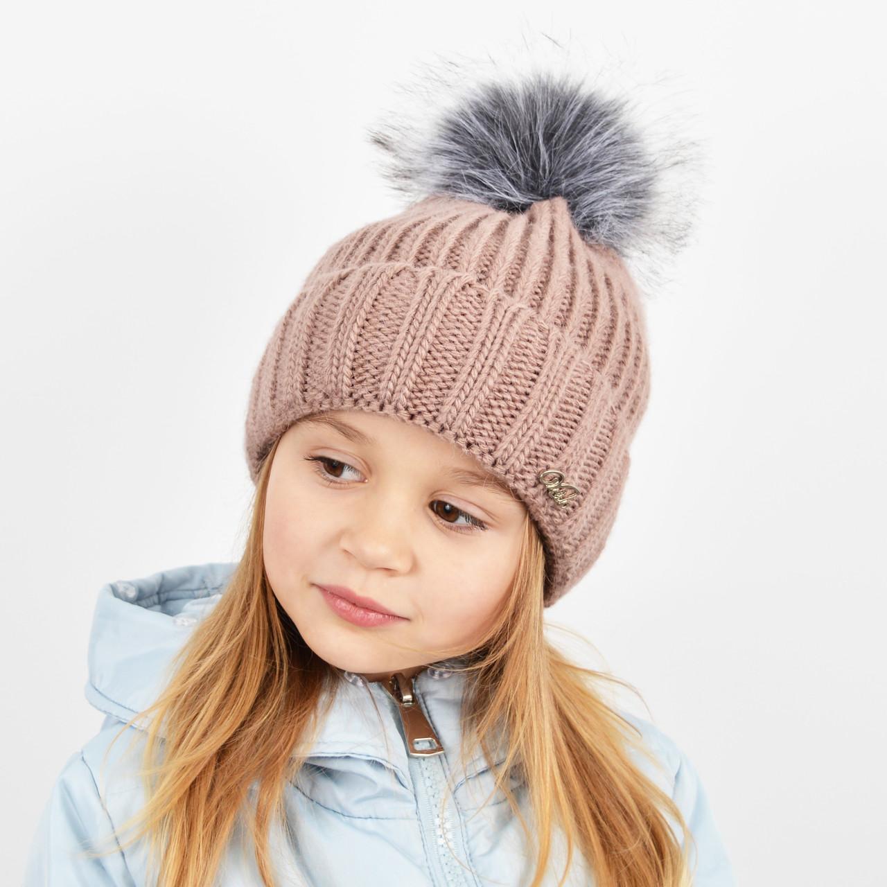 """Детская вязаная шапка с бубоном. """"Дорис"""" 3359 пудра"""