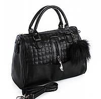 Красивая женская сумка черного цвета с меховым брелком, фото 1