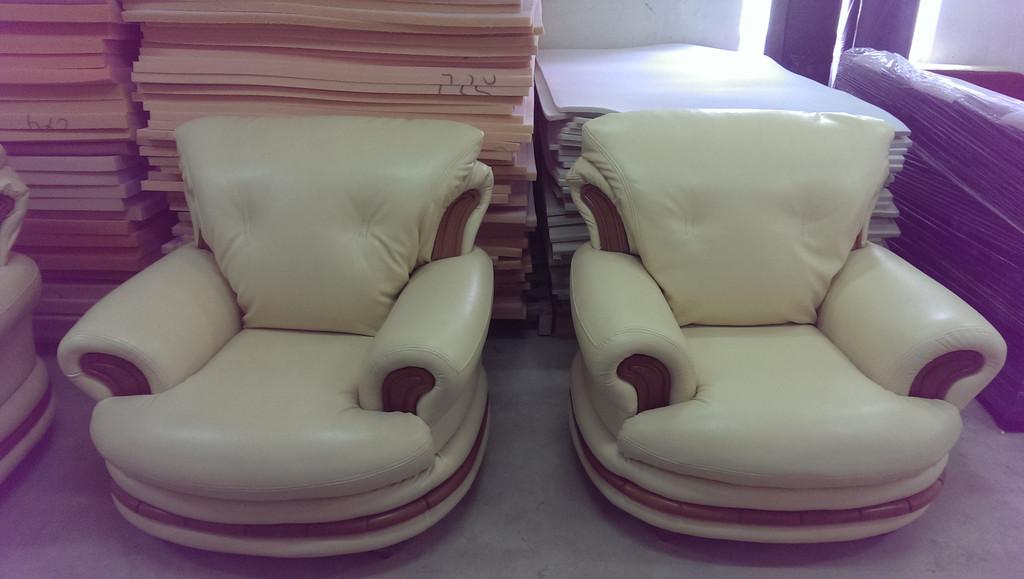 Перетяжка та реставрація м`яких меблів із закордону. -1