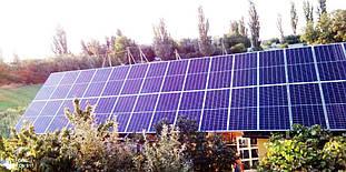 Солнечные панели на крыше зданий.