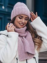 Комплект из шапки-колпак и шарфа крупной вязки в сером цвете пудра