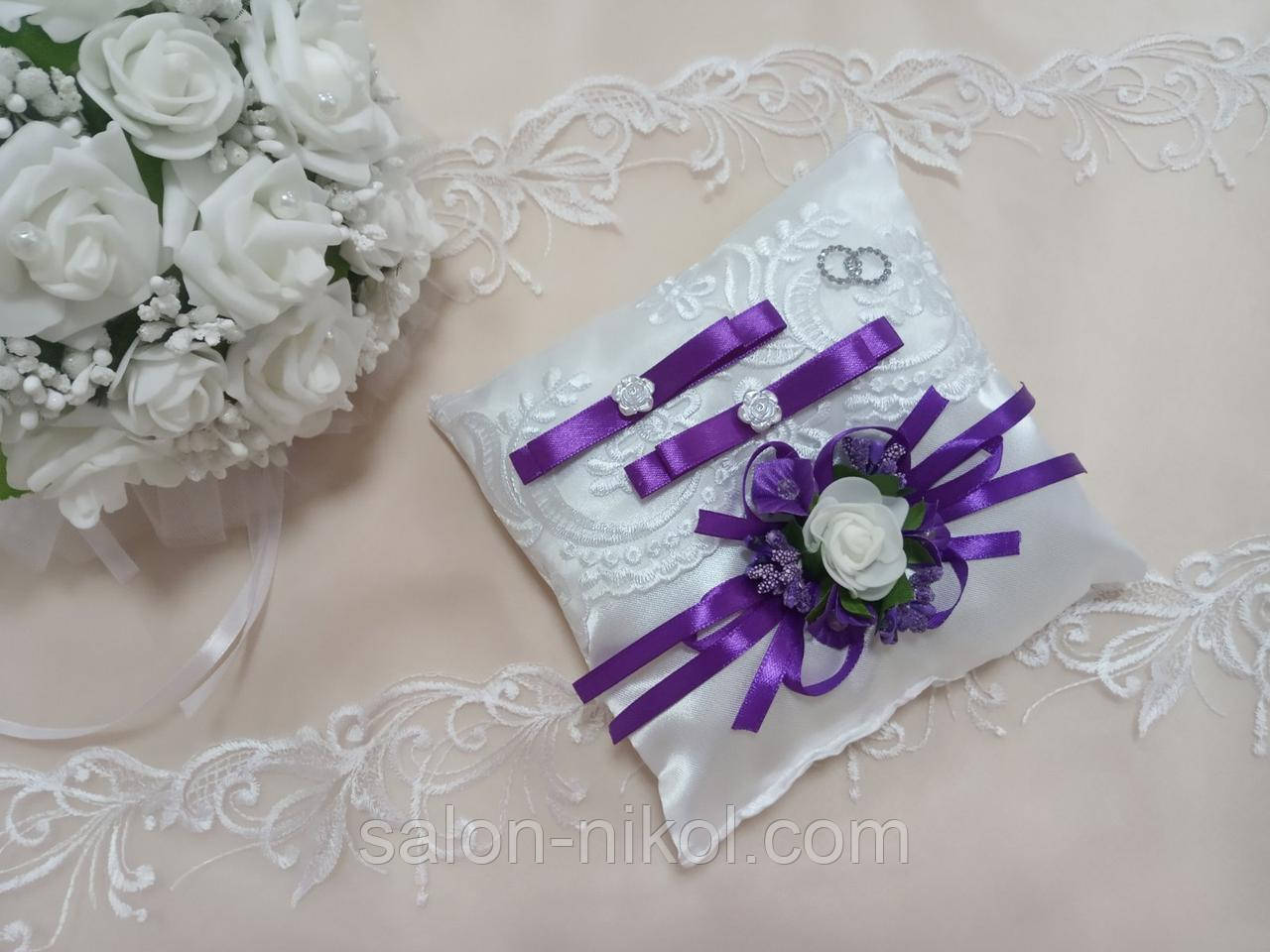 Подушечка для колец в фиолетовом цвете