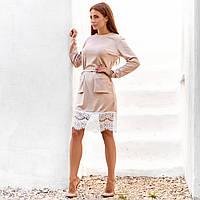 Женское закрытое платье с накладными карманами бежевое, фото 1