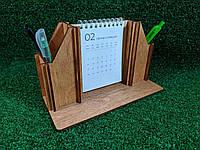 Деревянная подставка для канцелярских принадлежностей с календарем, цвет орех