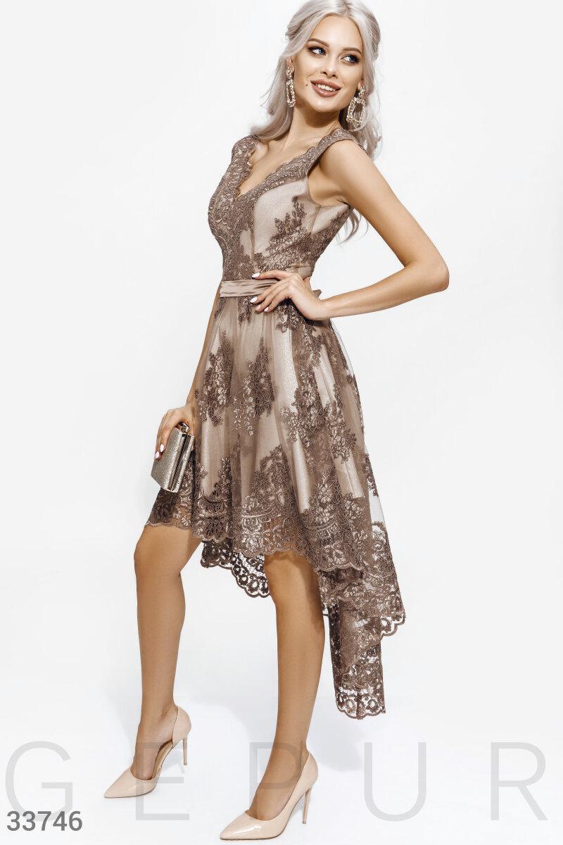 Вечернее кружевное платье с асимметрией бежевое