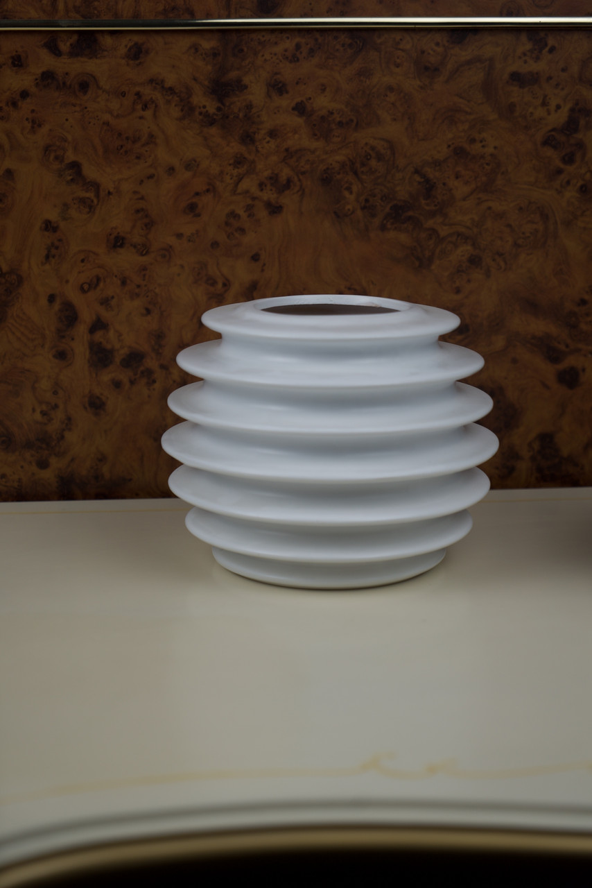 Ваза дизайнерська біла керамічна ребриста кругла