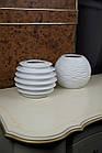 Ваза дизайнерська біла керамічна ребриста кругла, фото 5