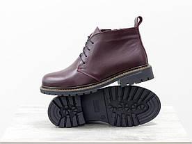 Женские ботинки на шнуровке в стиле Dr. Martens, выполнены из натуральной кожи бордового цвета, на утолщенной