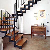 П-образные лестницы на второй этаж на двух металлических косоурах