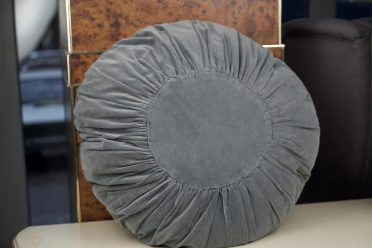 Декоративна подушка сіра кругла