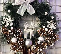Новогодний Венок С Декором Шишек И Фигуркой Северного Оленя Рождественский Венок 0081