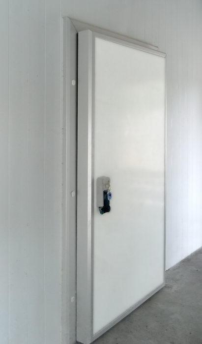 Двери для холодильных камер из сендвич панелей