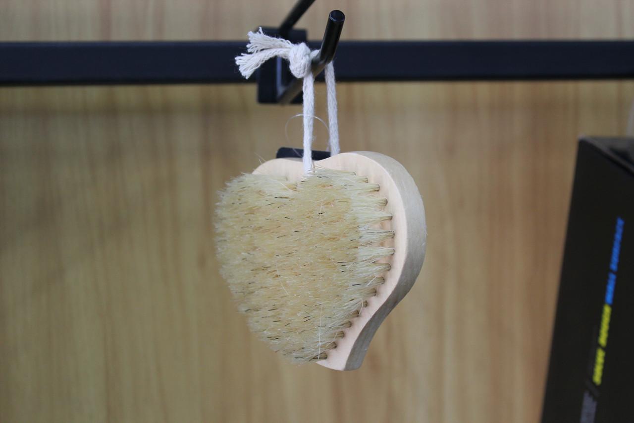 Щітка банна з натуральним ворсом і масажером Серце
