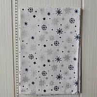 Хлопковая новогодняя ткань Серебряные и синие снежинки на белом фоне 40*50 см, фото 1