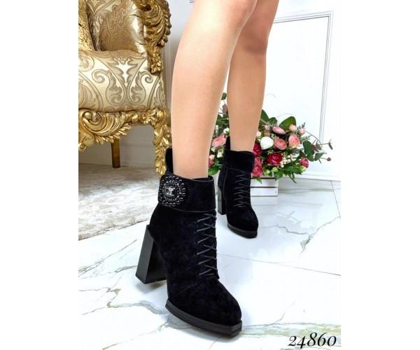 Женские замшевые демисезонные ботильоны на среднем каблуке