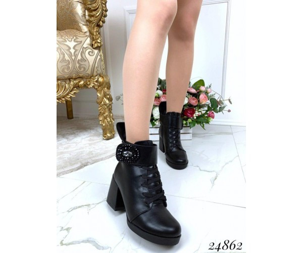 Женские демисезонные кожаные ботильоны на среднем каблуке
