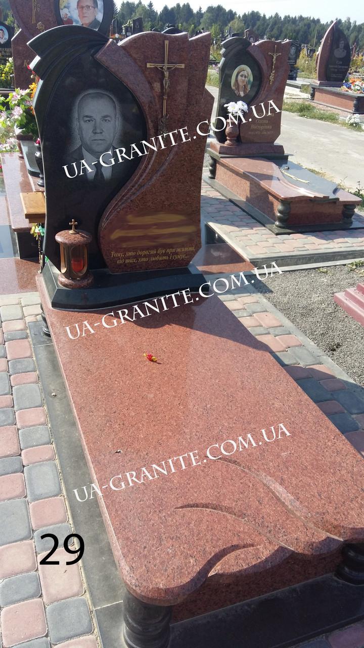 Памятник с красного и черного гранита