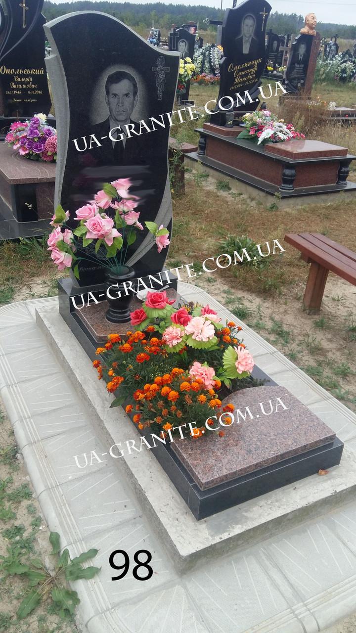 Сучасний пам'ятник із граніту на могилу
