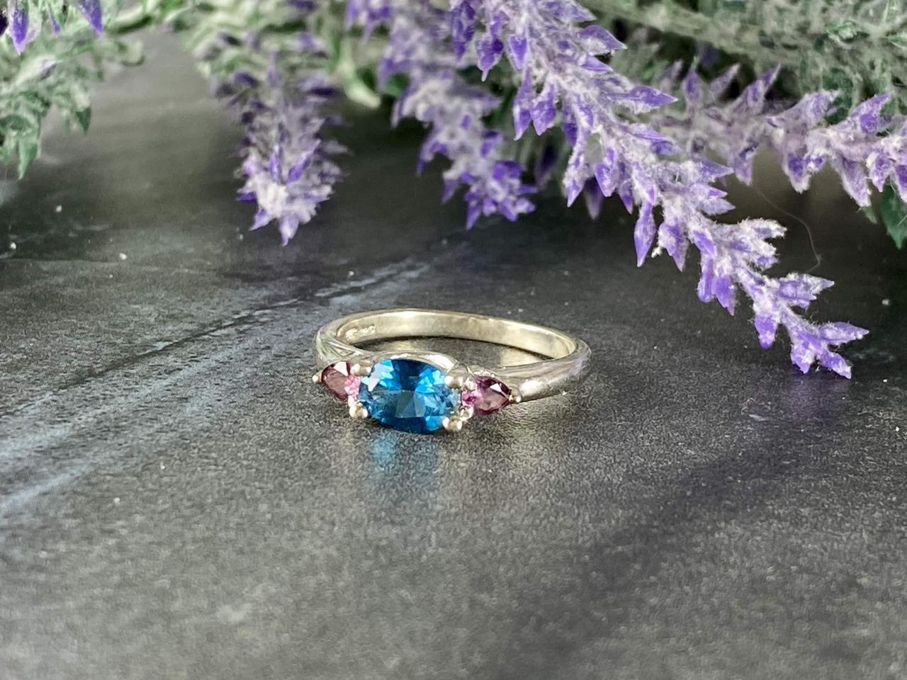 Срібне кільце з Блакитного і Рожевого Шпинелью