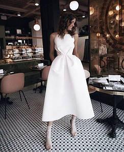 Вечернее свадебное минималистичное атласное миди платье с открытой спиной айвори белое