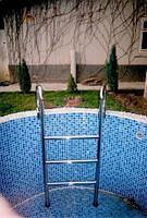 Лестница в бассейн из нержавеющей стали под заказ
