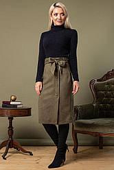Замшевая юбка цвета хаки с поясом