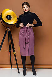 Замшевая юбка лилового цвета с поясом