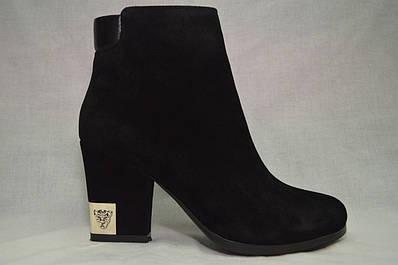 Черные замшевые  ботинки MALROSTTI с металлической вставкой на каблуке (пума)
