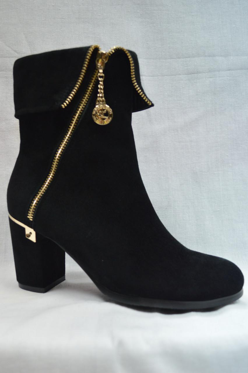 Черные замшевые  ботинки MALROSTTI с молнией и с металлической  вставкой на каблуке