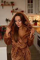 Плюшевый женский халат с поясом и капюшоном