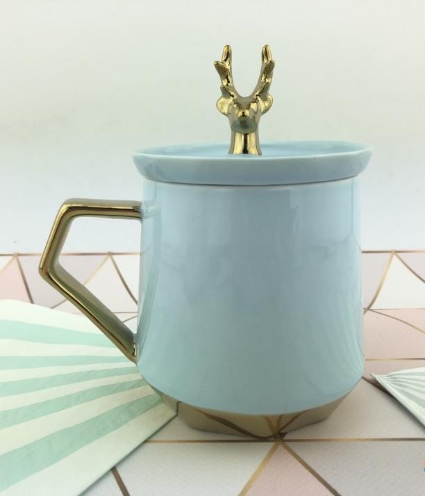 Чашка керамическая сувенирная с крышкой и оленем