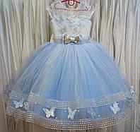 5.116 Блестящее голубое нарядное детское платье с бабочками и корсом на 4-5 лет