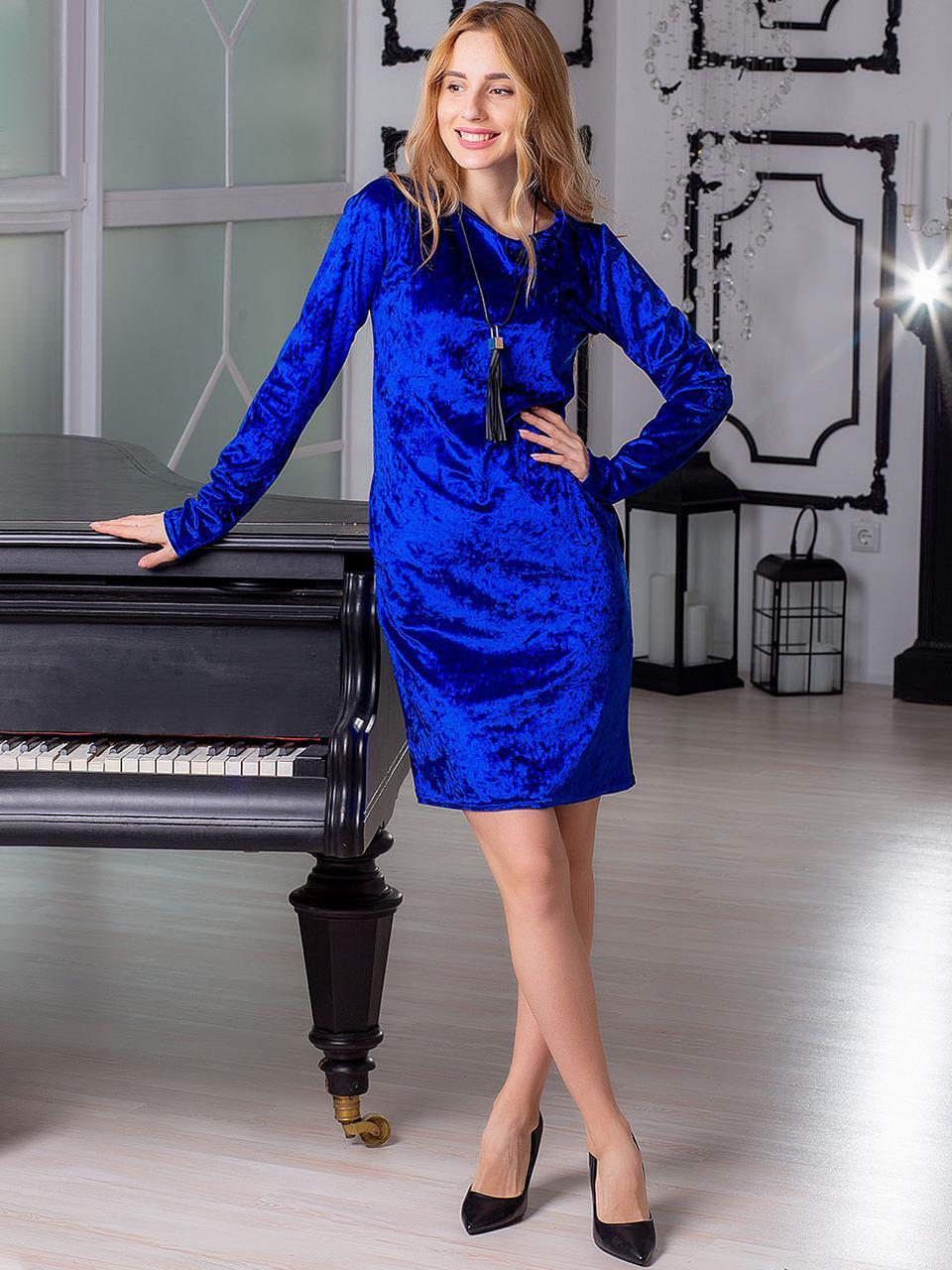 Велюровое платье с кулоном