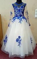 7.73 Необычное молочно-синее нарядное детское платье с рукавчиком и вышивкой на 6-8 лет