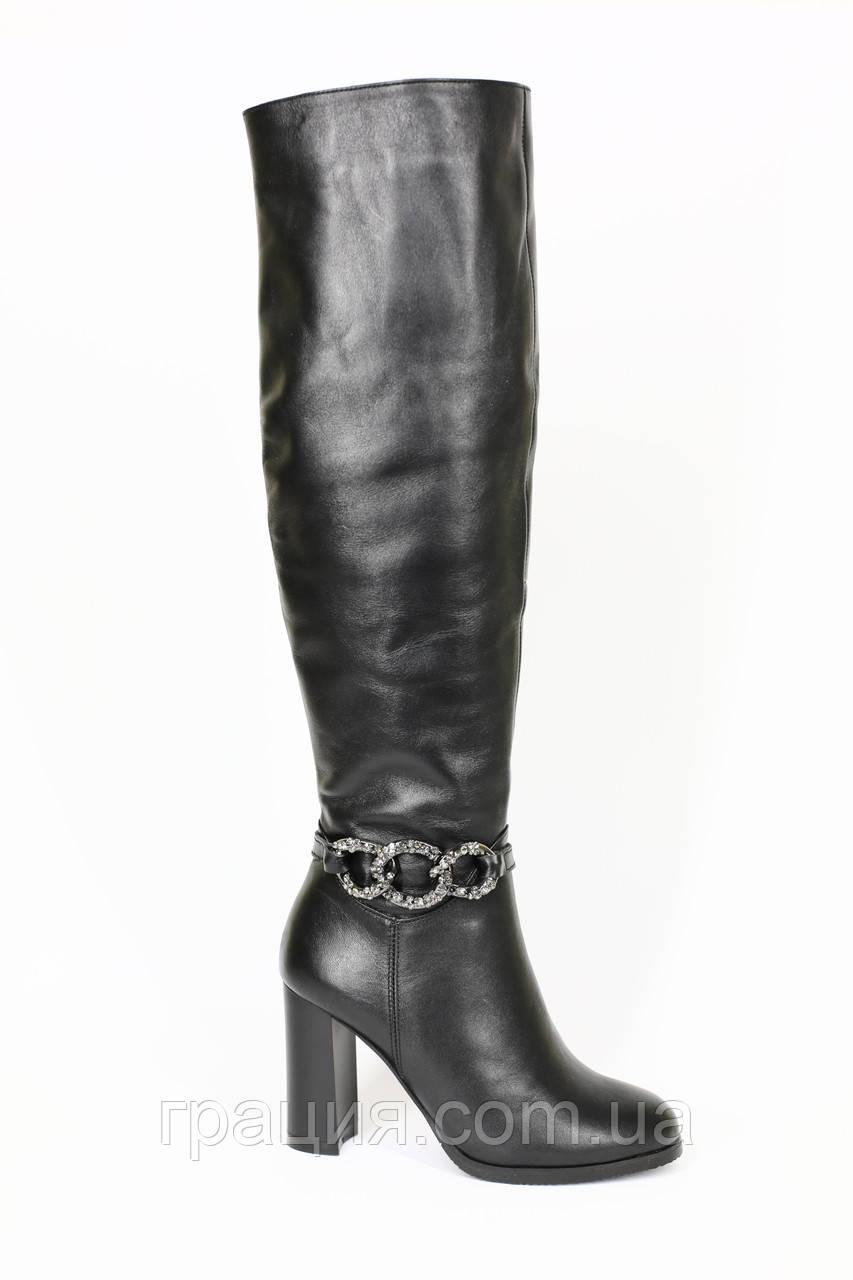 Молодежные высокие кожаные зимние сапожки на каблуке
