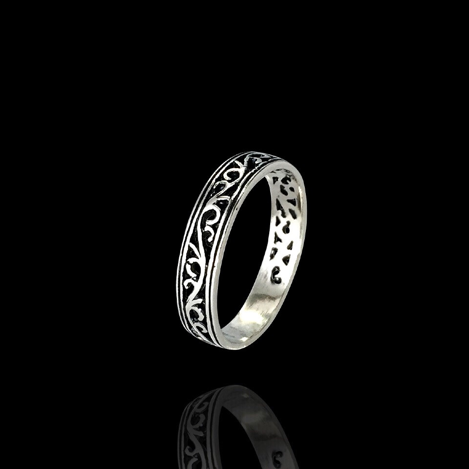 Серебряное женское кольцо с узором